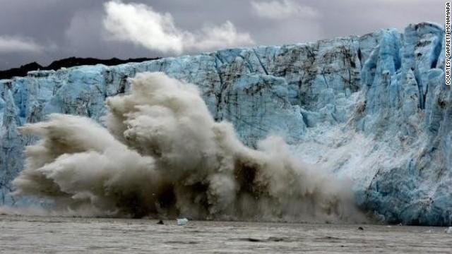 Surfing En El Glaciar De Alaska