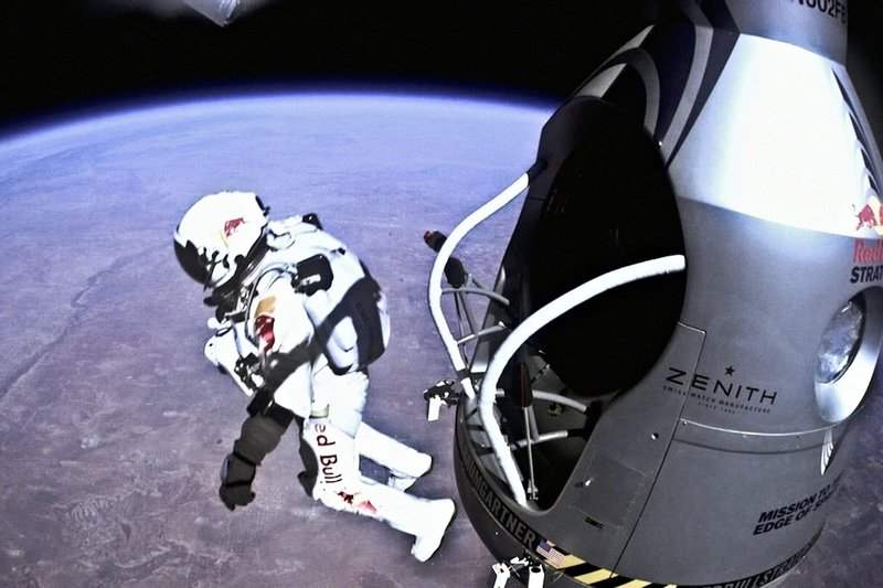 El Salto De Felix Baumgartner a Través De La GoPro
