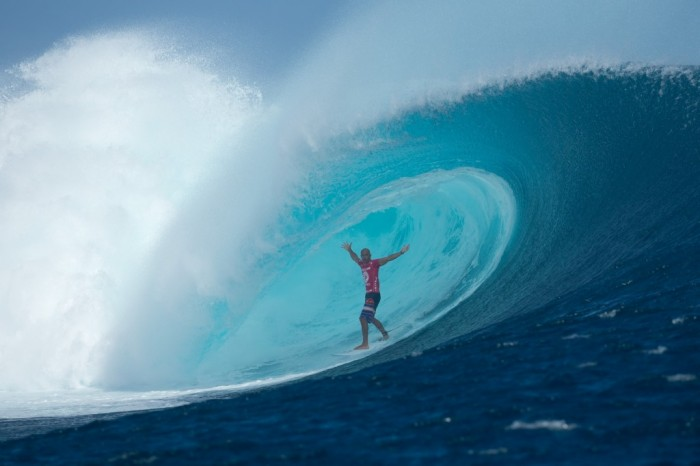 Kelly Slater surf en olas gigantes