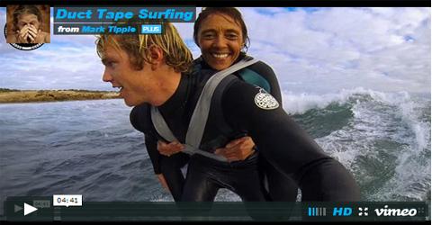 Surfeando a Hombros De Un Amigo