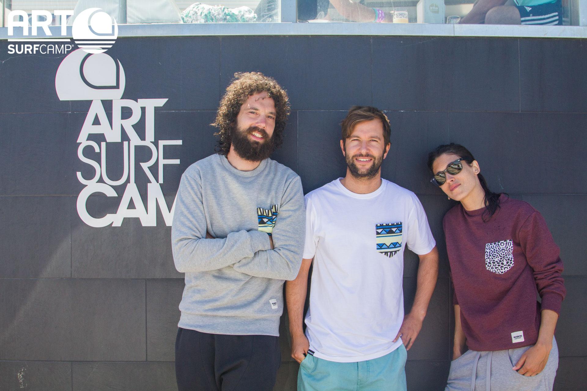 Famosos En Razo: Juan Ibáñez y Nerea Barros Visitan Artsurfcamp