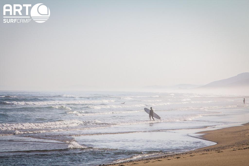 Surf y Meditación: Una Guía Zen Sobre Olas y Paz Mental