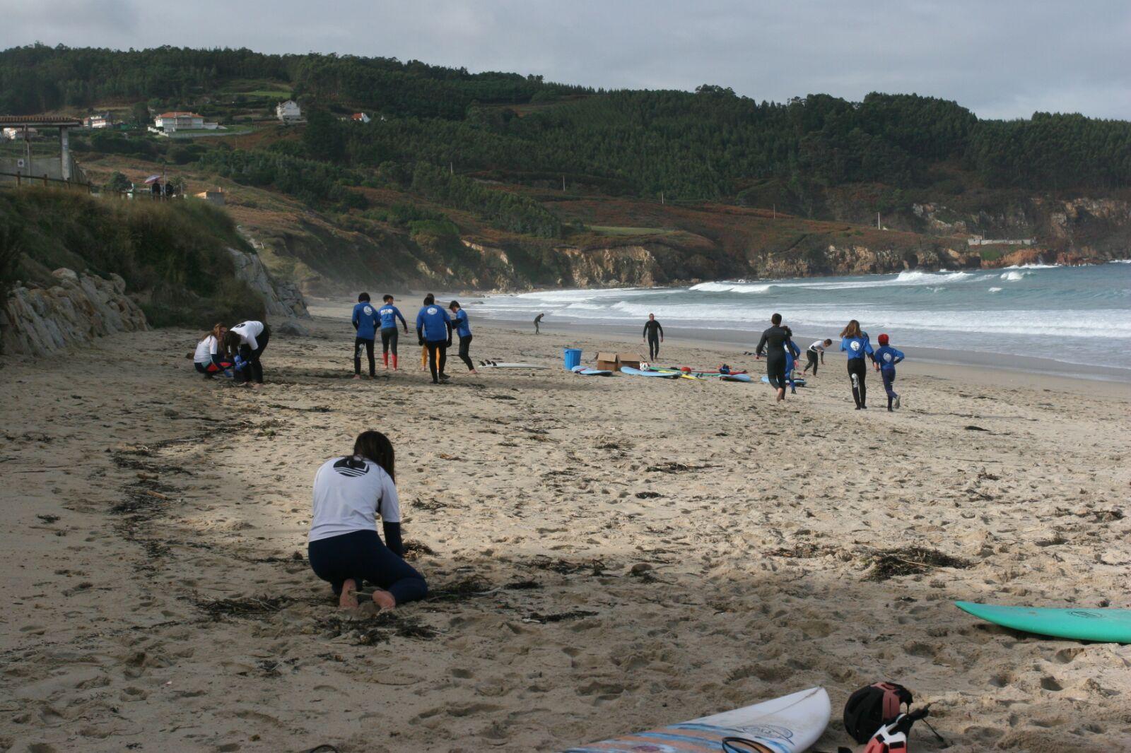 Jornada De Limpieza De Residuos En La Playa De Razo