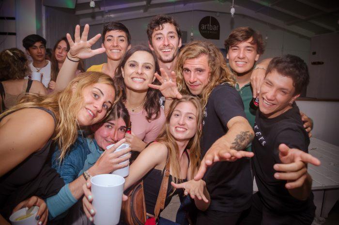 Fiestas en la escuela de surf para surfers de Valencia
